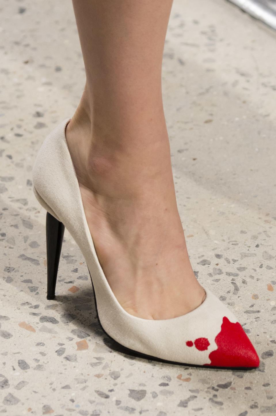 <p><i>White and red-toe-dipped pumps from the SS18 Oscar de la Renta collection. (Photo: ImaxTree) </i></p>