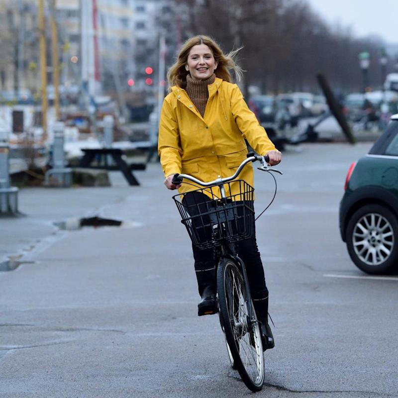 Cycling to work, instead of taking the train, can help