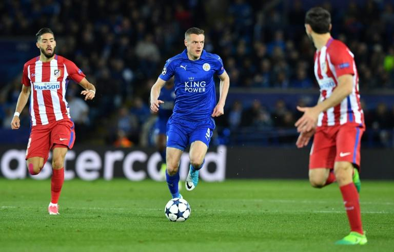 Leicester City's striker Jamie Vardy (C) runs with the ball during the UEFA Champions League quarter-final second leg football match against Atletico Madrid April 18, 2017