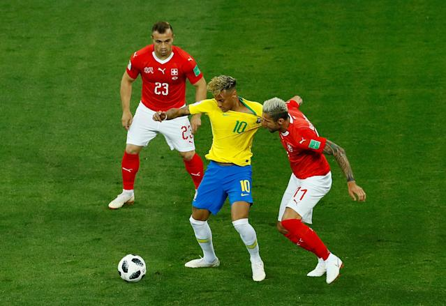 Soccer Football - World Cup - Group E - Brazil vs Switzerland - Rostov Arena, Rostov-on-Don, Russia - June 17, 2018 Brazil's Neymar in action with Switzerland's Valon Behrami and Xherdan Shaqiri REUTERS/Jason Cairnduff