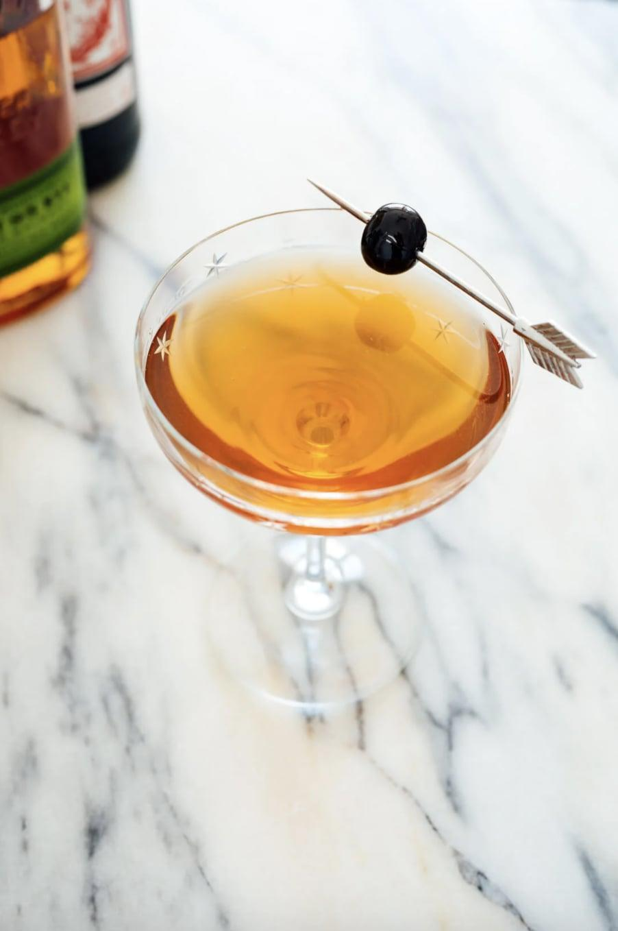 """<p>Fancy and fun, the people of Illinois know just how to make the perfect Manhattan. Made with three ingredients, this stirred drink turns every sip into a treat for your taste buds.</p> <p><strong>Get the recipe</strong>: <a href=""""https://www.popsugar.com/buy?url=https%3A%2F%2Fcookieandkate.com%2Fbest-manhattan-cocktail-recipe%2F&p_name=Manhattan&retailer=cookieandkate.com&evar1=yum%3Aus&evar9=47471653&evar98=https%3A%2F%2Fwww.popsugar.com%2Ffood%2Fphoto-gallery%2F47471653%2Fimage%2F47474238%2FIllinois-Manhattan&list1=cocktails%2Cdrinks%2Calcohol%2Crecipes&prop13=api&pdata=1"""" class=""""link rapid-noclick-resp"""" rel=""""nofollow noopener"""" target=""""_blank"""" data-ylk=""""slk:Manhattan"""">Manhattan</a></p>"""
