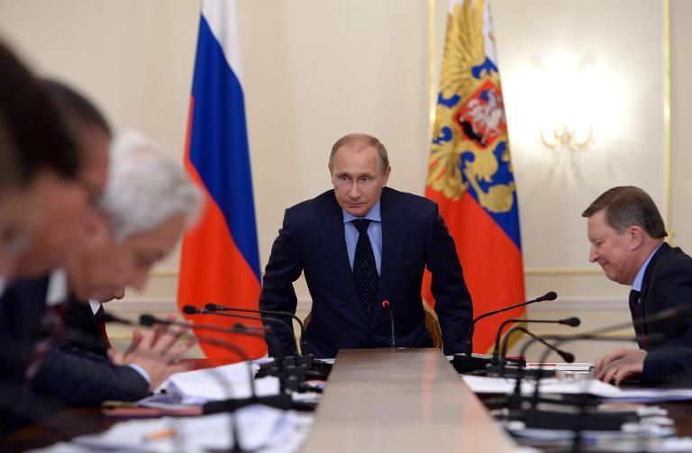 Russian President Vladimir Putin chairs a meeting with members of the government at the Novo-Ogaryovo residence outside Moscow on October 13, 2014