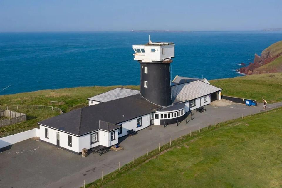 """<p>What a stand-out property! With eight bedrooms, five reception rooms, a pool, sauna, and a 360-degree observatory, it's perfect for anyone looking for a fresh start. Tempted? It's still on the market...</p><p><a href=""""https://www.zoopla.co.uk/for-sale/details/56236105/"""" rel=""""nofollow noopener"""" target=""""_blank"""" data-ylk=""""slk:This property is for sale for £995,000 with Purplebricks via Zoopla."""" class=""""link rapid-noclick-resp"""">This property is for sale for £995,000 with Purplebricks via Zoopla.</a><br></p>"""