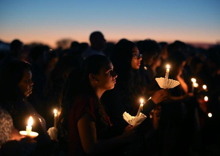 Hundreds at vigil in Florida mourn school shooting victims