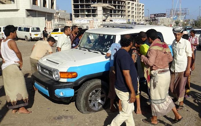 Yemenis look at a police vehicle after gunmen opened fire on it killing two policemen, on March 5, 2016 in the main southern city of Aden (AFP Photo/Saleh al- Obeidi)