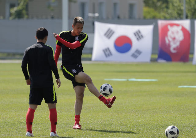 South Korea's Kim Shin-wook controls the ball during a training session of South Korea at the 2018 soccer World Cup at the Spartak Stadium in Lomonosov near St. Petersburg, Russia, Saturday, June 16, 2018. (AP Photo/Lee Jin-man)