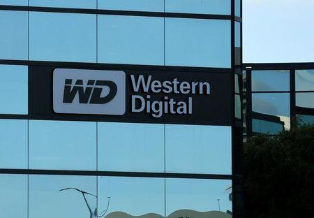 FILE PHOTO: A Western Digital office building is shown in Irvine, California, U.S., January 24, 2017.   REUTERS/Mike Blake/File Photo - RTX39QXT