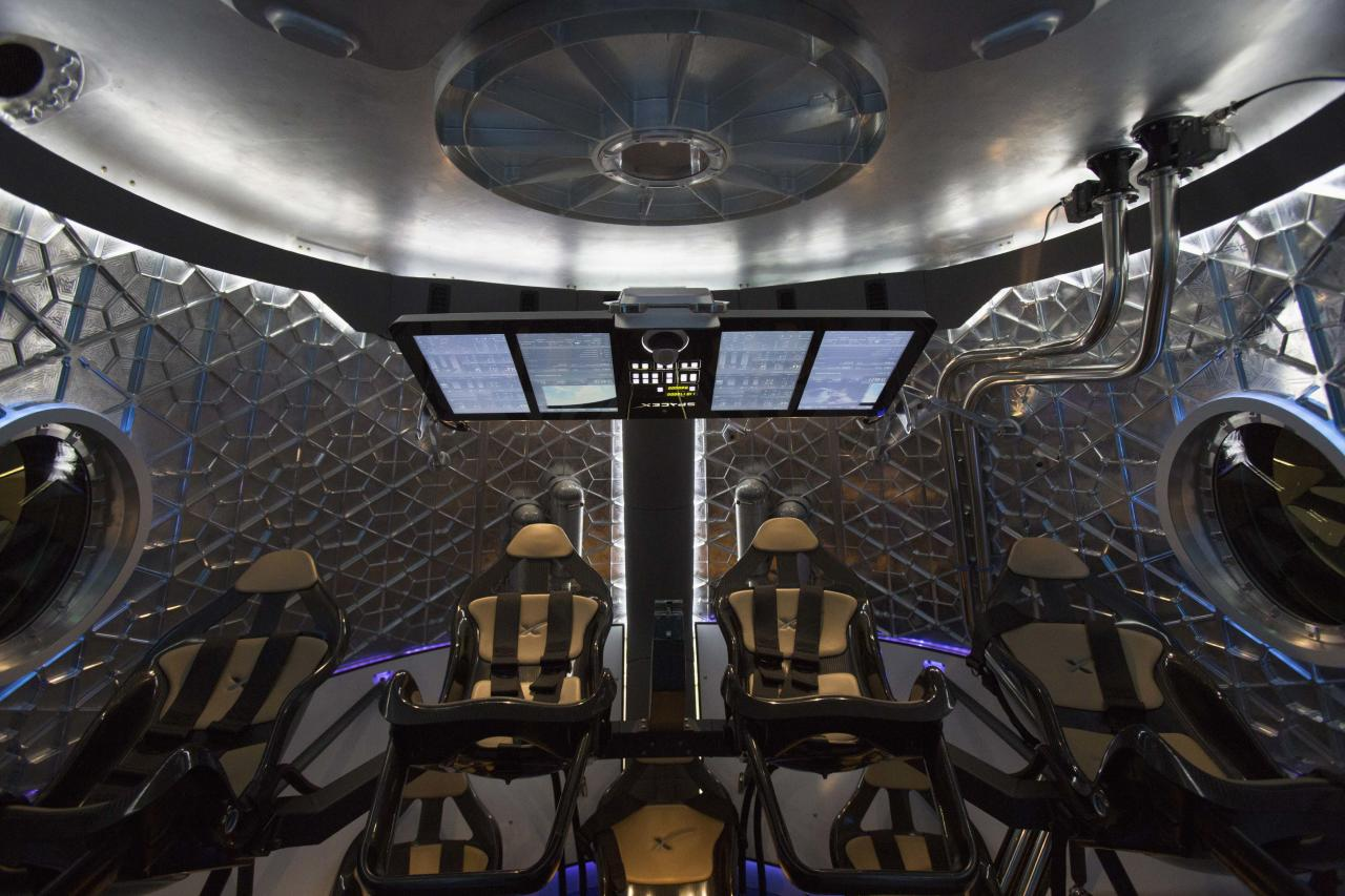 The cabin of the Dragon V2 spacecraft is pictured after it was unveiled in Hawthorne, California May 29, 2014. Space Exploration Technologies, or SpaceX, on Thursday unveiled an upgraded passenger version of the Dragon cargo ship NASA buys for resupply runs to the International Space Station. REUTERS/Mario Anzuoni (UNITED STATES - Tags: POLITICS TRANSPORT SCIENCE TECHNOLOGY SOCIETY)