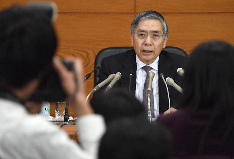 Bank of Japan (BOJ) governor Haruhiko Kuroda answers questions during a press conference following the conclusion of the two-day policy board meeting at the BOJ headquarters in Tokyo on November 19, 2015 (AFP Photo/Toru Yamanaka)
