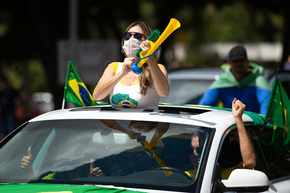 BRASILIA, BRAZIL - MARCH 14: Supporters of Brazilian President Jair Bolsonaro protest during a motorcade and demonstrationin favor of the governmentamidstthe coronavirus(COVID-19)pandemic in Esplanada dos Ministérios on  March 14, 2021 in Brasilia, Brazil. Brazil has over 11.439,000 confirmed positive cases of Coronavirus and has over 277,102 deaths. (Photo by Andressa Anholete/Getty Images)