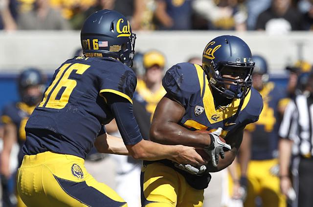 California quarterback Jared Goff (16) hands off to running back Jeffrey Coprich (30) against Washington State during the first half of an NCAA college football game in Berkeley, Calif., Saturday, Oct. 5, 2013. (AP Photo/Tony Avelar)