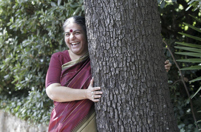 Vandana Shiva hugs a tree before a news conference for the first International Meeting for Friends of Trees in Barcelona June 22, 2007. Vandana Shiva received the Right Livelihood Award, also known as the Alternative Nobel Prize, in 1993. REUTERS/Gustau Nacarino (SPAIN)