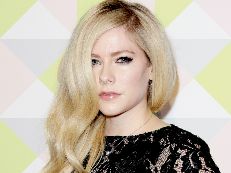 Avril Lavigne Isnt Dead But Her Look Has Changed A Lot