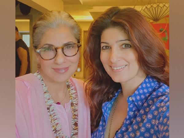 Dimple Kapadia poses with Twinkle Khanna (Image source: Instagram)