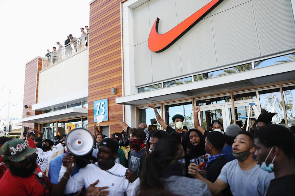 """Protesters defend the Nike store from looting yelling """"peaceful protest"""" during nationwide unrest following the death in Minneapolis police custody of George Floyd, in Long Beach, California, U.S., May 31, 2020. REUTERS/Patrick T. Fallon"""