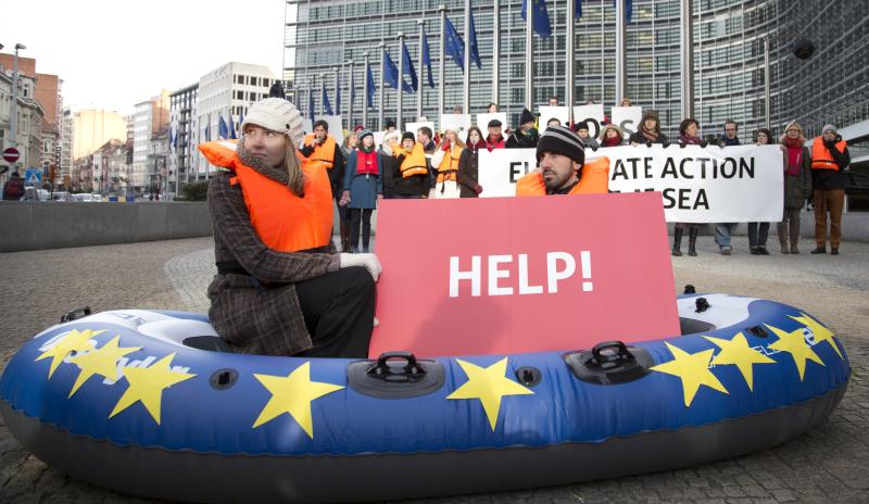 EU relaxes renewables target, reaps criticism