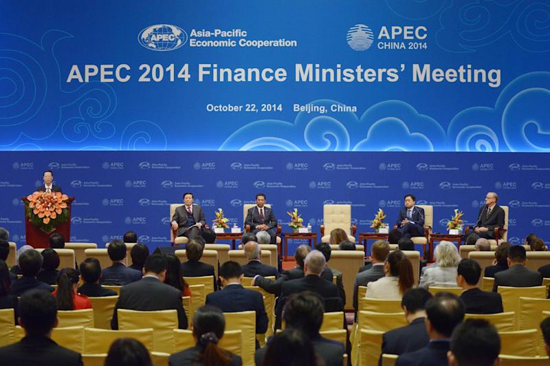 Chinese Vice Premier Zhang Gaoli (L) speaks during the opening ceremony of the Asia-Pacific Economic Cooperation (APEC) Finance Ministers's Meeting in Beijing on October 22, 2014 (AFP Photo/Wang Zhao)