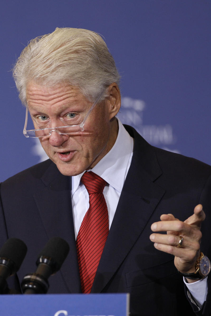 Clinton defends federal health care law in speech