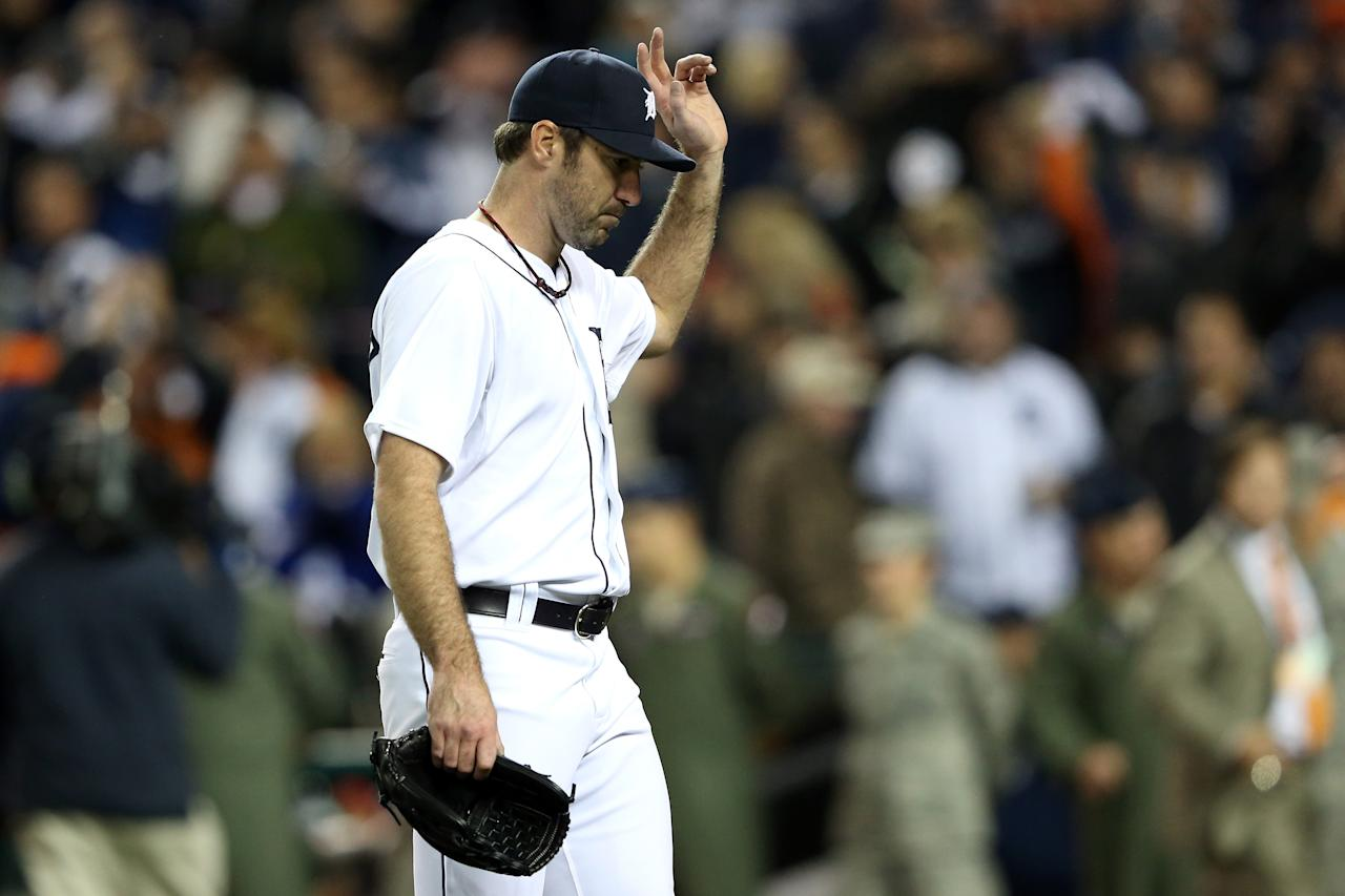 DETROIT, MI - OCTOBER 06:  Justin Verlander #35 of the Detroit Tigers acknowledges the fans as he walks off of the mound against the Oakland Athletics during Game One of the American League Division Series at Comerica Park on October 6, 2012 in Detroit, Michigan.  (Photo by Leon Halip/Getty Images)