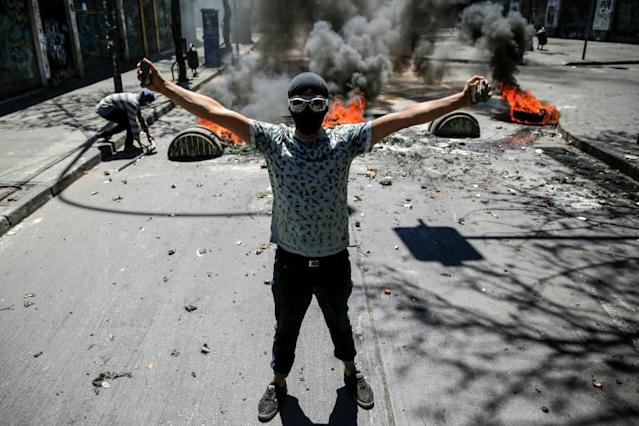 Demonstrators clash against soldiers during a protest in Valparaiso, Chile (AFP Photo/JAVIER TORRES)