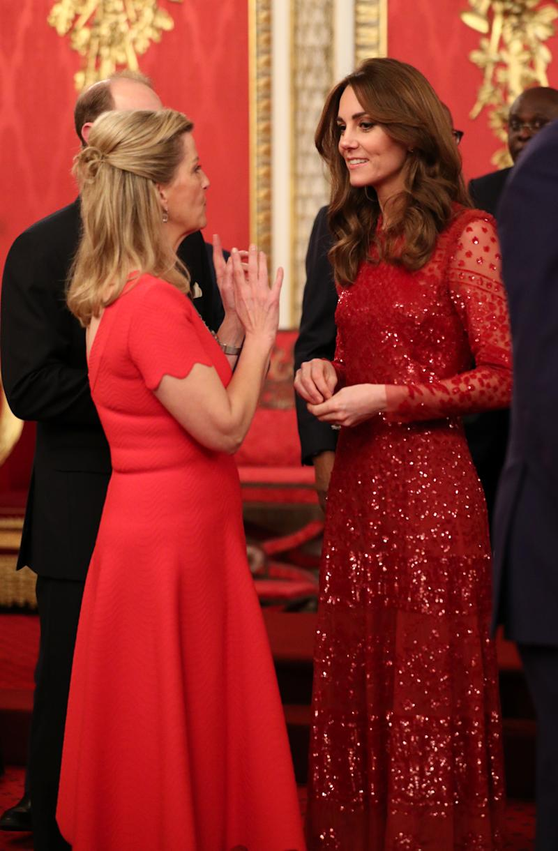 LONDON, ENGLAND - JANUARY 20: Prince Edward, Earl of Wessex and Sophie, Countess of Wessex speak to Catherine, Duchess of Cambridge during a reception to mark the UK-Africa Investment Summit at Buckingham Palace on January 20, 2020 in London, England. (Photo by Yui Mok - WPA Pool/Getty Images)