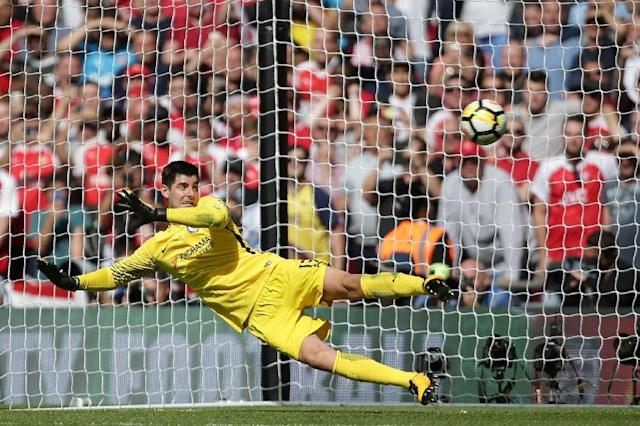 Chelsea's goalkeeper Thibaut Courtois is beaten by a penalty during the English FA Community Shield match against Arsenal at Wembley Stadium in north London on August 6, 2017 (AFP Photo/Daniel LEAL-OLIVAS)