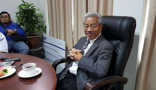 Tan Sri Dr James Masing says Parti Rakyat Sarawak will continue the practice of recruiting cybertroopers to assist it and its candidates to deliver messages to the voters for the coming general election. — Picture by Sulok Tawie