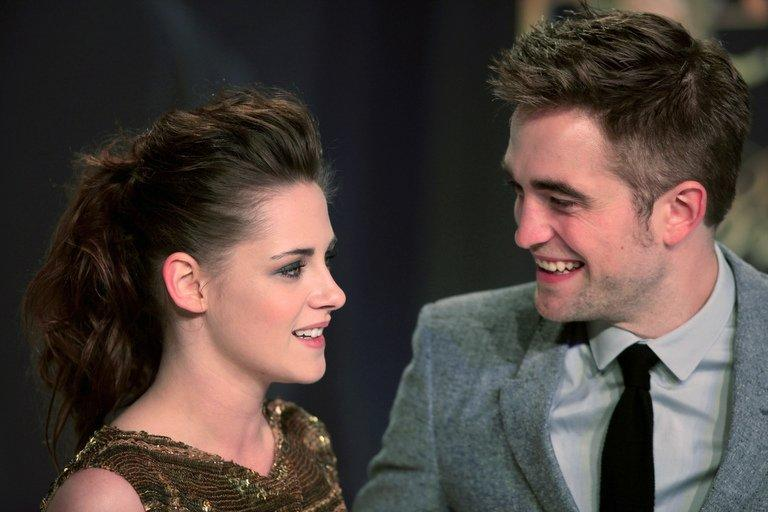 US actress Kristen Stewart (L) and British actor Robert Pattinson pose in Berlin on November 16, 2012