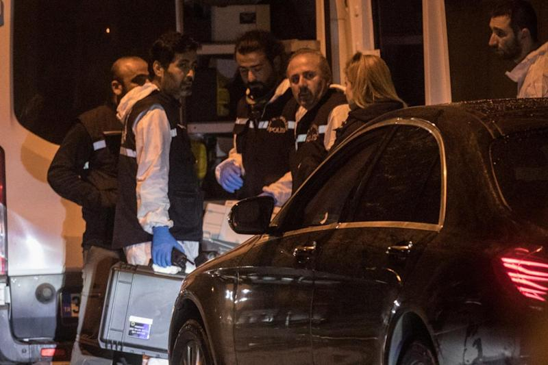 Turkish forensic police pack up after searching the Saudi Arabian consulate (Getty Images)