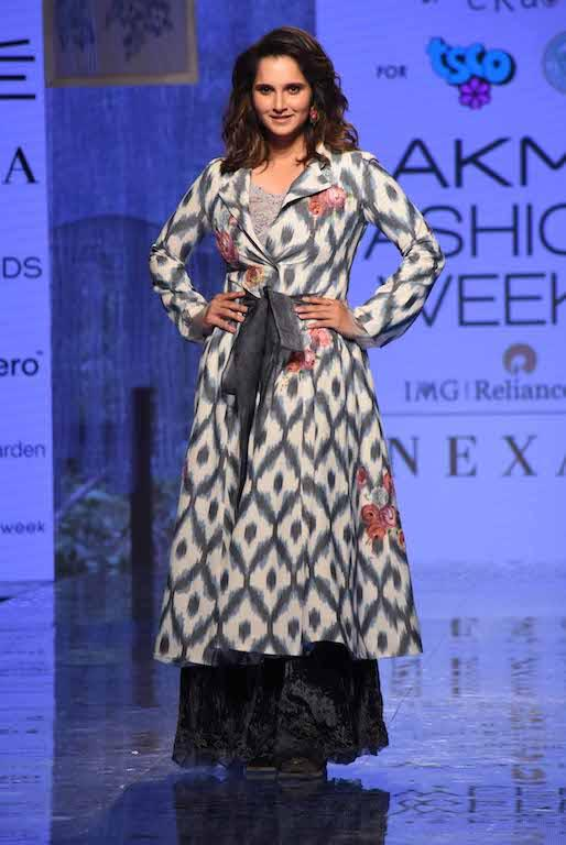 Sania's kurta jacket was collared and full-sleeved and the tennis star teamed it with a camisole top. She colour-blocked her kurta jacket with black flared bottoms that were enhanced by floral accents.