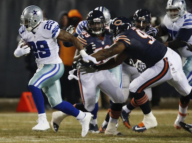Dallas Cowboys running back DeMarco Murray (29) rushes past Chicago Bears defenders during the first half of an NFL football game, Monday, Dec. 9, 2013, in Chicago. (AP Photo/Charles Rex Arbogast)