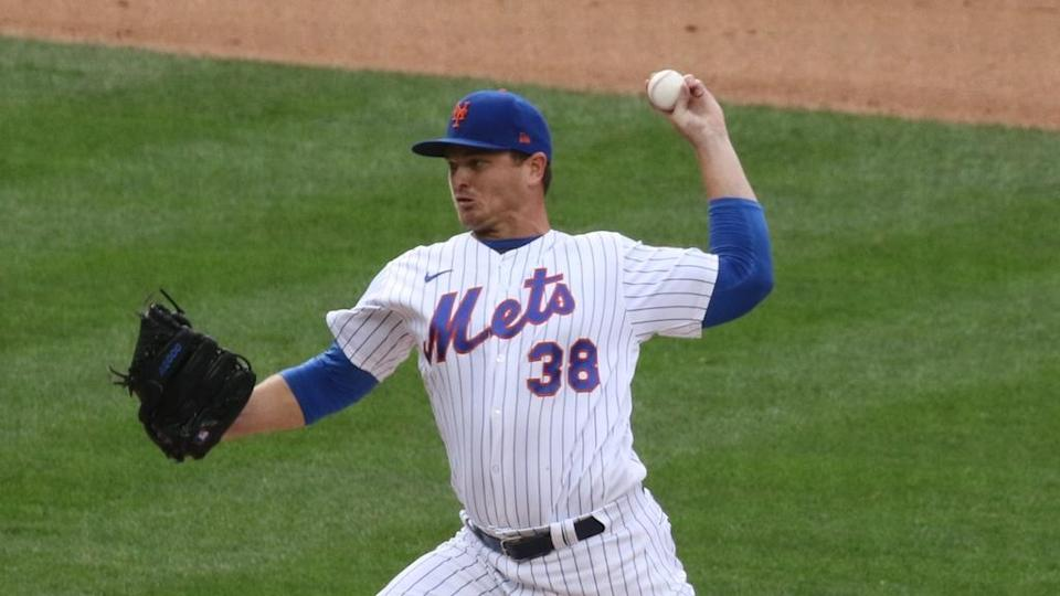 Justin Wilson throws pitch for Mets