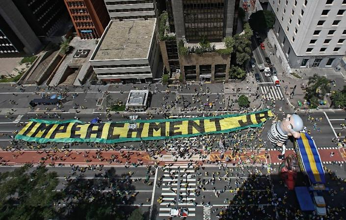A rally in support of Brazilian President Dilma Rousseff's impeachment on Paulista Avenue, in Sao Paulo, Brazil on December 13, 2015 (AFP Photo/Miguel Schincariol)
