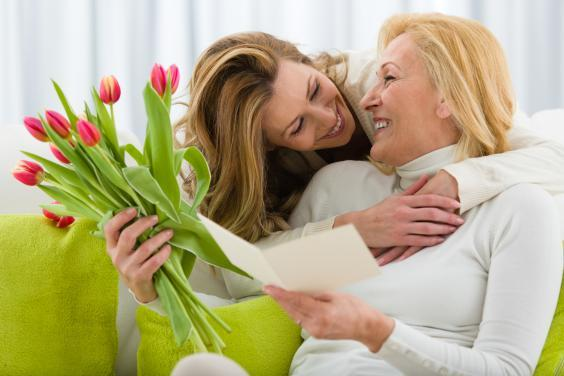 A thoughtful card an a bouquet of flowers can go a long way (Getty Images/iStockphoto)