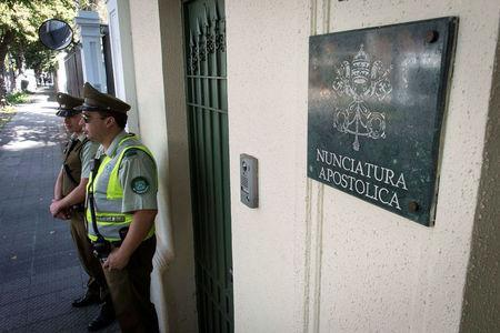 Police stand guard at the apostolic nunciature, where the Vatican special envoy Archbishop Charles Scicluna meets with victims of sexual abuse, allegedly committed by members of the church, in Santiago, Chile. February 21, 2018. Picture taken February 21, 2018. REUTERS/Claudio Santana NO RESALES. NO ARCHIVE.