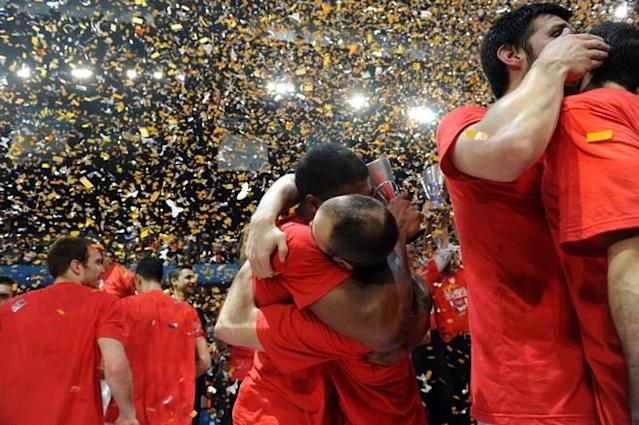 TOPSHOTS Players of Olympiacos celebrate onafter winning the Euroleague Final four basketball final match CSKA Moscow vs Olympiakos Piraeus at the Sinan Erdem Arena in Istanbul on May 13, 2012. Olympicos won 62-61. AFP PHOTO/ BULENT KILICBULENT KILIC/AFP/GettyImages