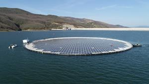 The first floating solar unit at the Banja reservoir