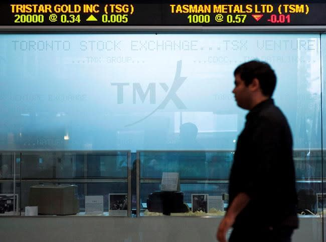 S&P/TSX composite edges lower while U.S. stock markets fall; loonie up
