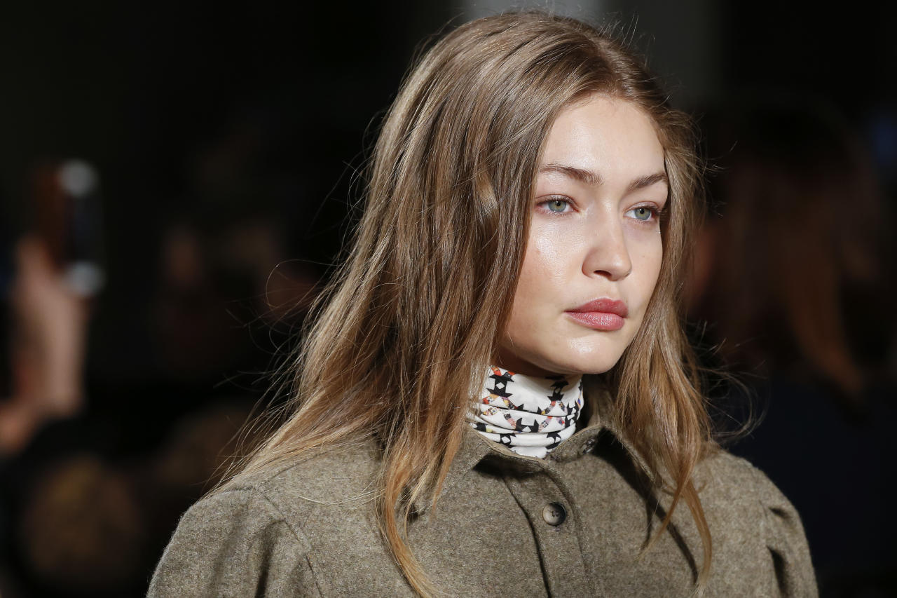 <p>With minimal contrasting highlights, Gigi Hadid wears a more single-toned version of dirty blonde hair. </p>