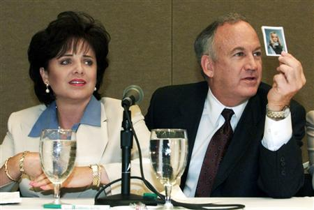 Patsy Ramsey and her husband, John Ramsey, produce a picture of JonBenet Ramsey during a press conference where they released the results of an independant lie detector test in Atlanta in this May 24, 2000 file photo. REUTERS/Tami Chappell/ Files