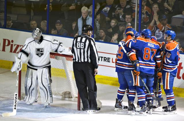 Why did the LA Kings start Martin Jones over Jonathan Quick vs. Oilers?