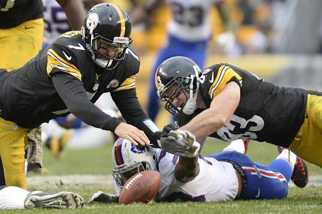 Pittsburgh Steelers' Ben Roethlisberger, left, and Heath Miller, right, dive for a loose ball with Buffalo Bills' Nigel Bradham during the second half of an NFL football game on Sunday, Nov. 10, 2013, in Pittsburgh. Roethlisberger recovered the ball. (AP Photo/Don Wright)