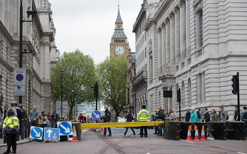 Road closures around Westminster and Buckingham Palace ahead of Sunday's London Marathon - .