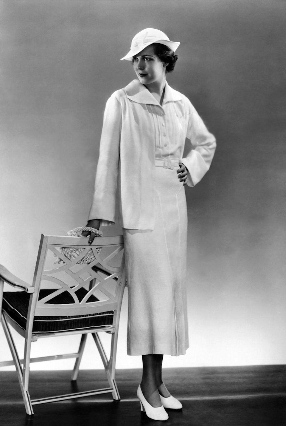 <p>More casual dresses popped up in the '30s, and nothing was more in fashion than a dress with a belted waist and buttons up the front. </p>