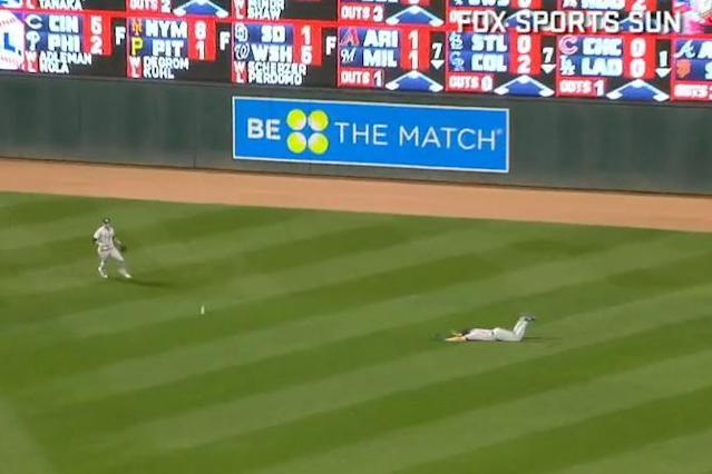Rays right fielder Steven Souza (right) takes a dive about 20 feet away from the baseball. (MLB.TV)