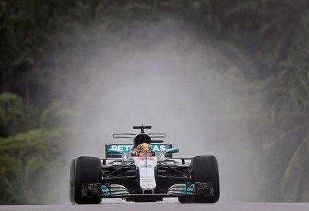 Hamilton takes pole position at Malaysian GP, Vettel last on grid
