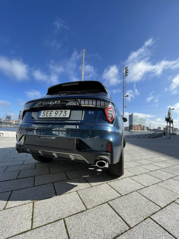 SUV Lynk & Co 01 im Hamburger Hafen. Foto: Henning Krogh