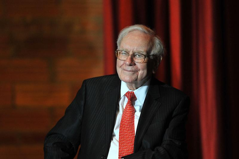 5 Ways That Billionaire Warren Buffett Pays a Lower Tax Rate Than His Secretary