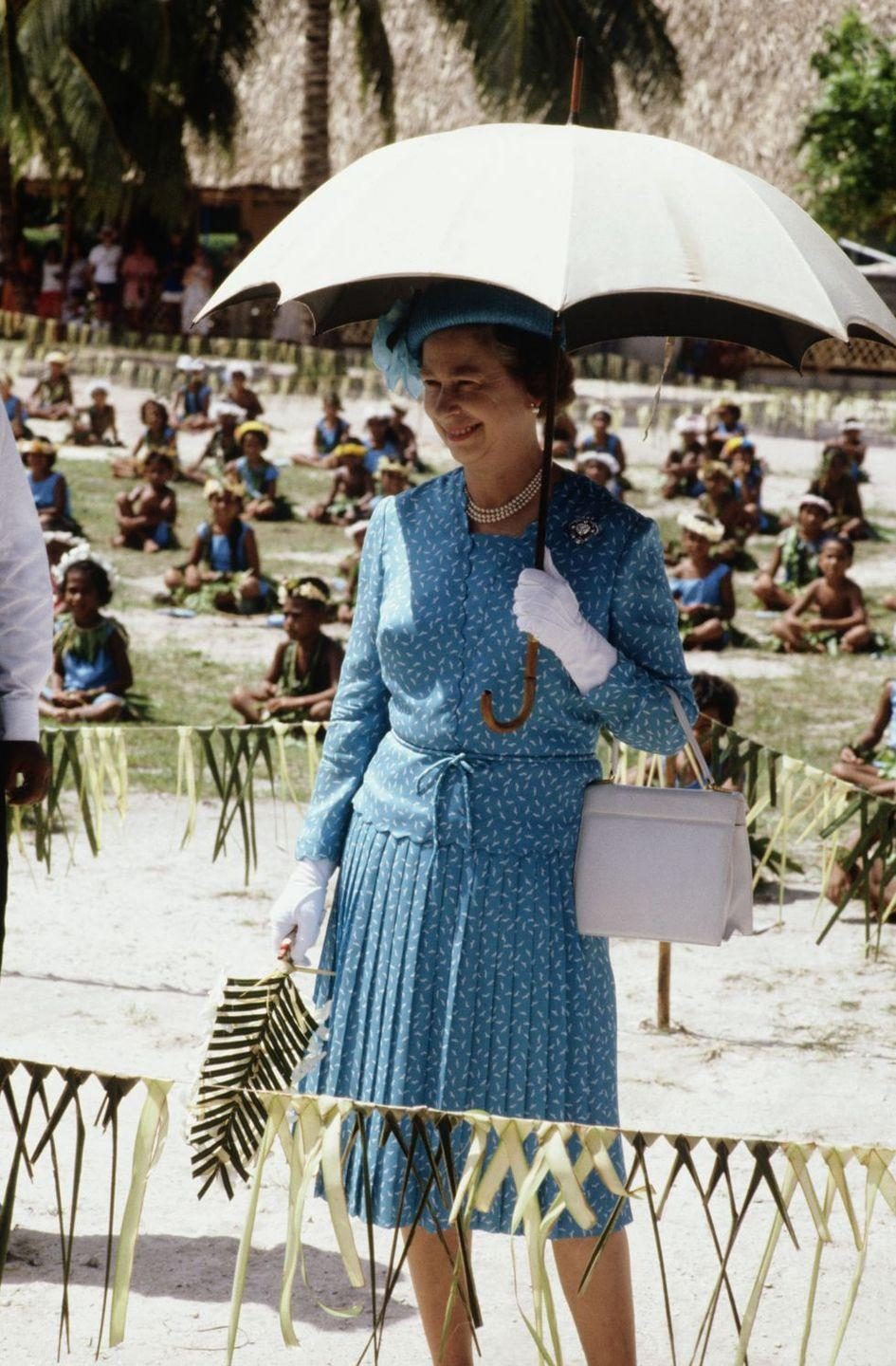 <p>During a visit to Tuvalu, the Queen made sure to stay out of the beaming sun. <br></p>
