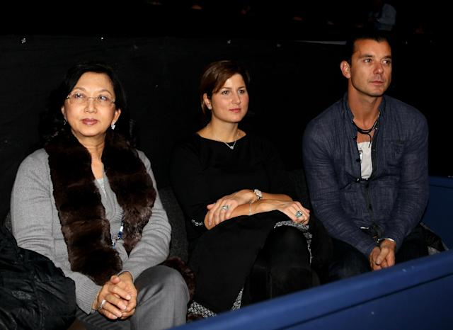LONDON, ENGLAND - NOVEMBER 28: Mirka Federer (C) and musician Gavin Rossdale watch the men's final between Rafael Nadal of Spain and Roger Federer of Switzerland during the ATP World Tour Finals at O2 Arena on November 28, 2010 in London, England. (Photo by Clive Brunskill/Getty Images)